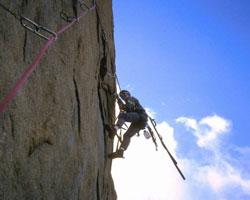 Чем альпинизм отличается от скалолазания?