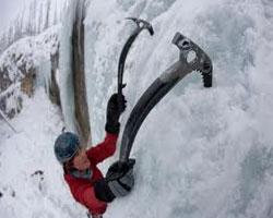 Два активных занятия для женщин летом – альпинизм и вейкбординг